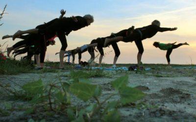 Internationale Dag van de Yoga in Holwerd aan Zee
